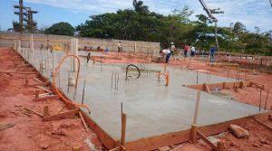 Obra com fundação Radier já concretada. Concreto Armado pré-fabricado.